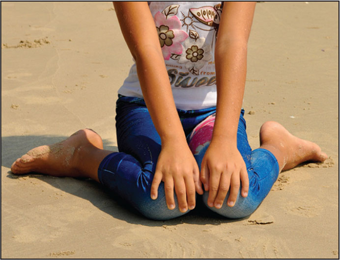 "A child sitting in the ""W"" position.© Shutterstock"